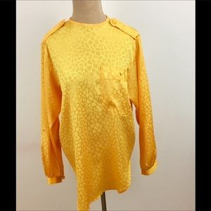 💙Vintage 80's gold top with fabric covered button